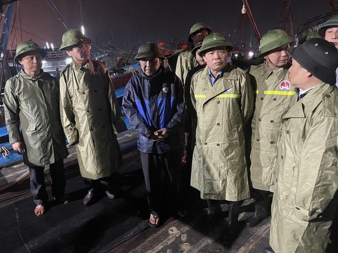 Bộ trưởng Bộ NN-PTNT: Phải di dời dân ra khỏi vùng nguy hiểm trước 21 giờ tối nay! - Ảnh 1.