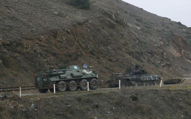 Quân Nga đến Nagorno - Karabakh, chứng kiến cảnh tượng kinh hoàng  - Ảnh 4.