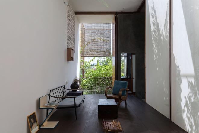 Huế: Căn nhà mới hoàn thiện 1/2, tận dụng gỗ thừa, vật liệu cũ bất ngờ được lên báo Mỹ - Ảnh 9.