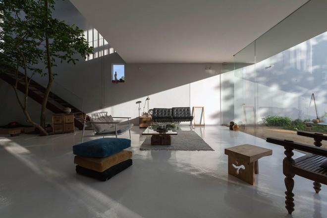 Huế: Căn nhà mới hoàn thiện 1/2, tận dụng gỗ thừa, vật liệu cũ bất ngờ được lên báo Mỹ - Ảnh 5.