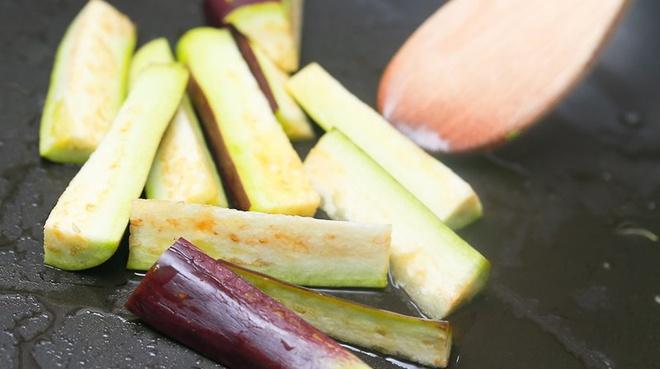 BS dinh dưỡng: Người bị tiểu đường, mỡ máu cao nên chọn cà tím làm bảo bối trên bàn ăn - Ảnh 3.
