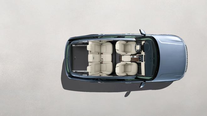Vợt khách nhà giàu cuối năm, chiếc ô tô hạng sang giảm giá cả tỷ đồng - Ảnh 4.