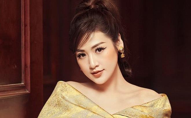 """Tú Anh kể chuyện bị đồn là cháu ruột """"cha đẻ"""" Hoa hậu Việt Nam"""