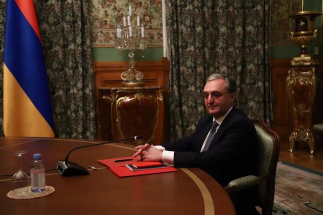 Armenia hỗn loạn sau khi ký hiệp định ngừng bắn: dân chúng tự đốt nhà bỏ đi, Ngoại trưởng từ chức... - Ảnh 1.