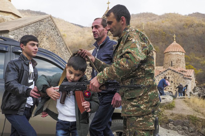 Armenia hỗn loạn sau khi ký hiệp định ngừng bắn: dân chúng tự đốt nhà bỏ đi, Ngoại trưởng từ chức... - Ảnh 3.