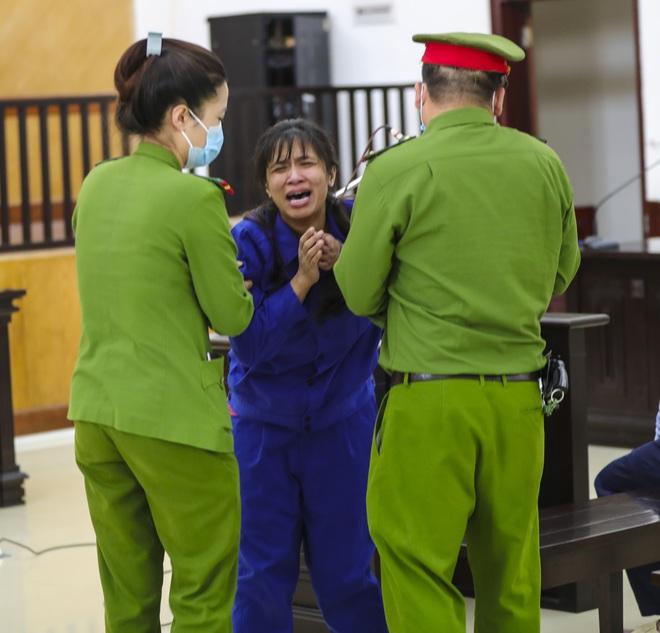 Người phụ nữ bạo hành con gái 3 tuổi tử vong khóc nức nở nói Tuấn đối xử với con bị cáo rất tốt - Ảnh 4.