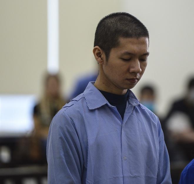 Vụ bạo hành con gái 3 tuổi tử vong: Chồng lĩnh án tử, nữ bị cáo quỳ ôm chân xin mẹ viết đơn giảm án - Ảnh 14.