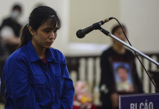 Lời khai của mẹ đẻ kể về việc chồng bạo hành con gái 3 tuổi tử vong - Ảnh 2.