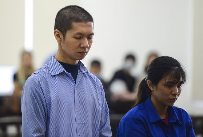 Lời khai của mẹ đẻ kể về việc chồng bạo hành con gái 3 tuổi tử vong - Ảnh 1.