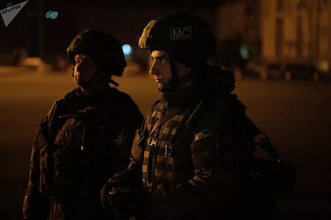 South Front: Thị sát biên giới, Tổng thống Azerbaijan lọt tầm ngắm lính bắn tỉa - Mỹ rình rập phát động chiến tranh, Iran ra tuyên bố nóng - Ảnh 5.