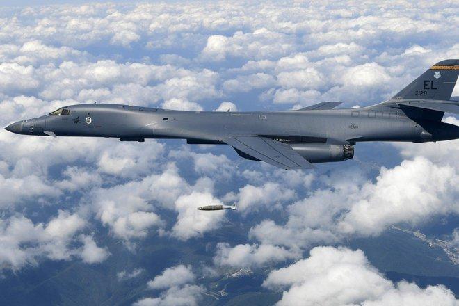 Mỹ điều máy bay ném bom vào ADIZ, gửi cảnh báo gắt tới TQ: Bắc Kinh sẵn sàng cho xung đột? - Ảnh 3.