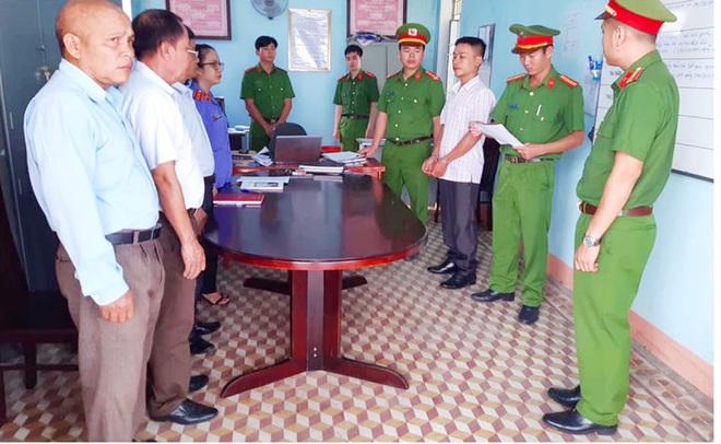 Bắt phó ban chỉ huy quân sự xã nhận hối lộ - Ảnh 1.