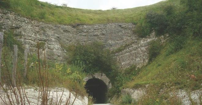 Đường hầm bí mật Hitler cho xây để giấu siêu vũ khí V3 - Ảnh 1.