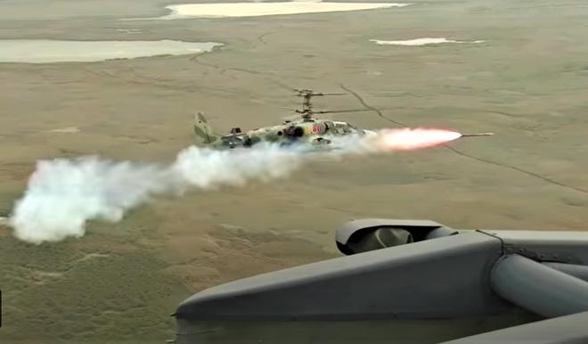 Nga thử nghiệm thành công tên lửa chống tăng Vikhr tăng tầm - Ảnh 4.