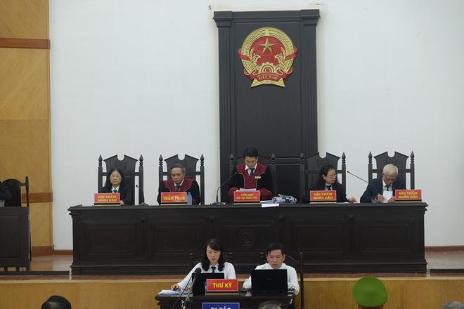 Đại án BIDV thất thoát 1.664 tỷ đồng: Cựu Phó Tổng BIDV bị tuyên 8 năm tù - Ảnh 1.