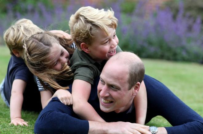Hoàng tử William bất ngờ tiết lộ từng mắc COVID-19 - Ảnh 1.