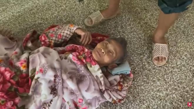 Thương xót cụ bà liệt giường, Thủy Tiên tự phá lệ từ thiện - Ảnh 7.