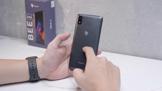 Ấn tượng đầu tiên về chiếc điện thoại quốc dân giá 600.000 đồng - Ảnh 2.