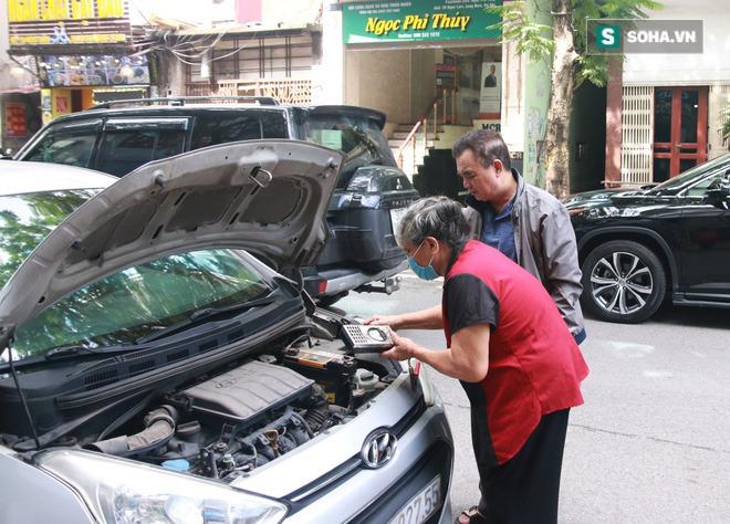Cụ bà 72 tuổi cấp cứu ô tô suốt 50 năm ở Hà Nội và lời đáp trả khi bị xì xào nghề này của đàn ông - Ảnh 4.