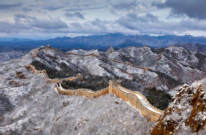 24h qua ảnh: Tuyết đầu mùa phủ trắng Vạn Lý Trường Thành - Ảnh 2.