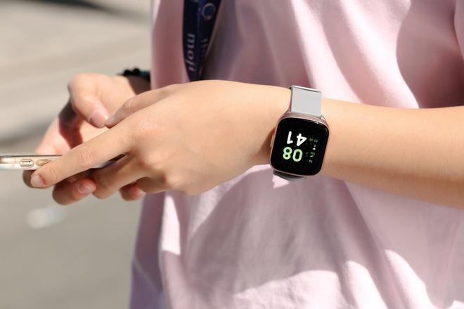 Loạt đồng hồ thông minh rẻ nhất thị trường: Có chiếc 300.000 đồng, pin 7 ngày - Ảnh 1.