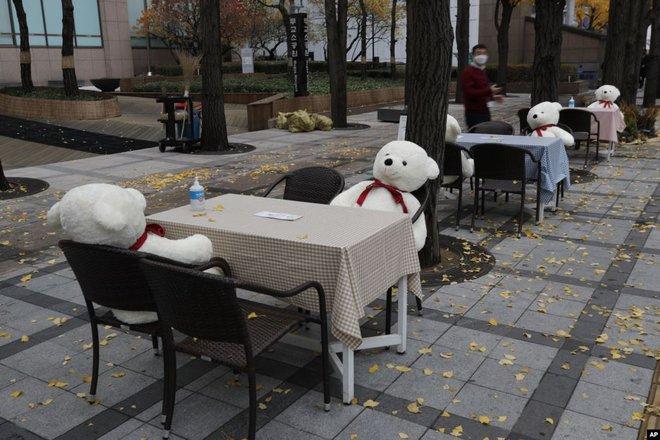 24h qua ảnh: Tuyết đầu mùa phủ trắng Vạn Lý Trường Thành - Ảnh 10.