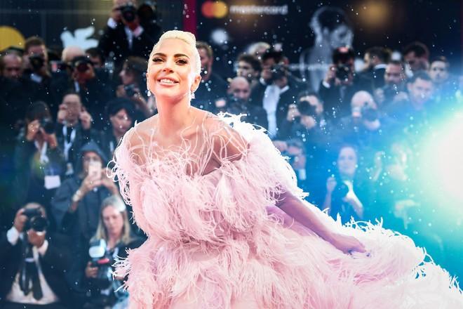 Lady Gaga và cuộc đời quá nhiều cay đắng: Bị xâm hại, sỉ nhục cả thế xác lẫn tâm hồn - Ảnh 10.