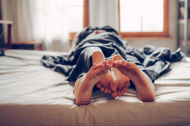 Tình dục giúp bạn sống lâu hơn như thế nào? 12 lợi ích tuyệt vời của tình dục với sức khỏe - Ảnh 2.