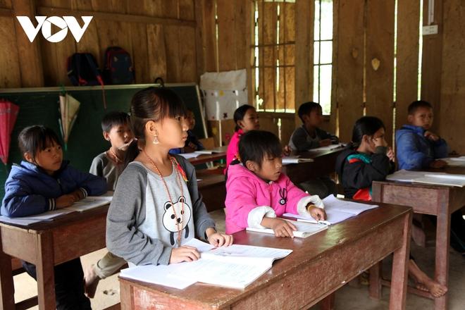 Chuyện gieo chữ bên sườn núi Pu Si Lung - Ảnh 2.