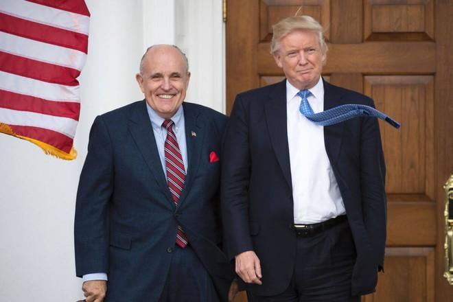 Màn thể hiện lạ ở tòa của luật sư nổi tiếng được ông Trump thuê kiện bầu cử - Ảnh 1.