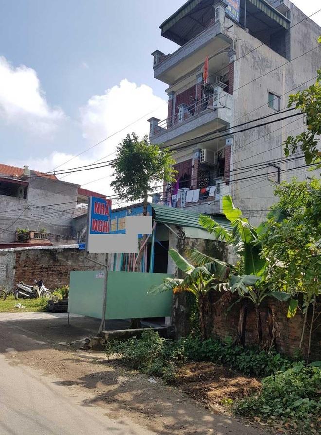 Vụ người đàn ông 62 tuổi tử vong khi vào nhà nghỉ cùng một phụ nữ: Hai nhà cạnh nhau - Ảnh 2.
