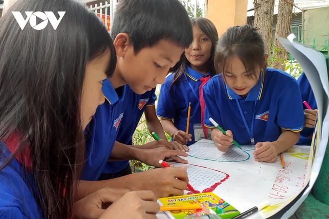 Chuyện gieo chữ bên sườn núi Pu Si Lung - Ảnh 3.