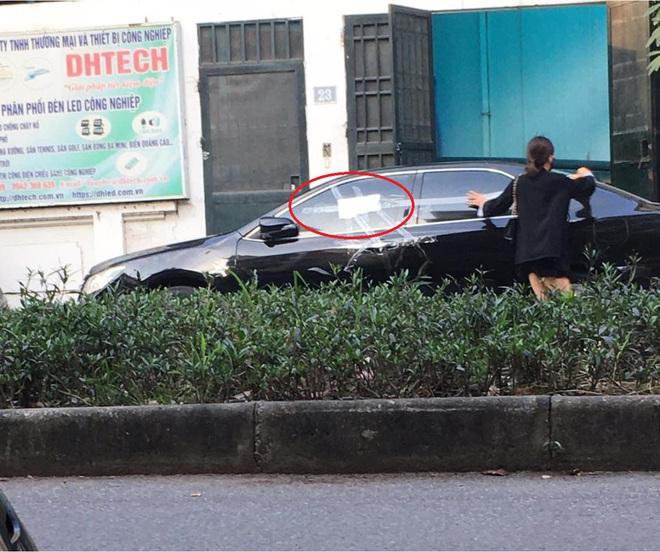 Cô gái dán băng dính quanh ô tô đỗ chắn cửa nhà, tờ giấy để lại gây tò mò, chủ xe đọc chắc đỏ mặt - Ảnh 2.