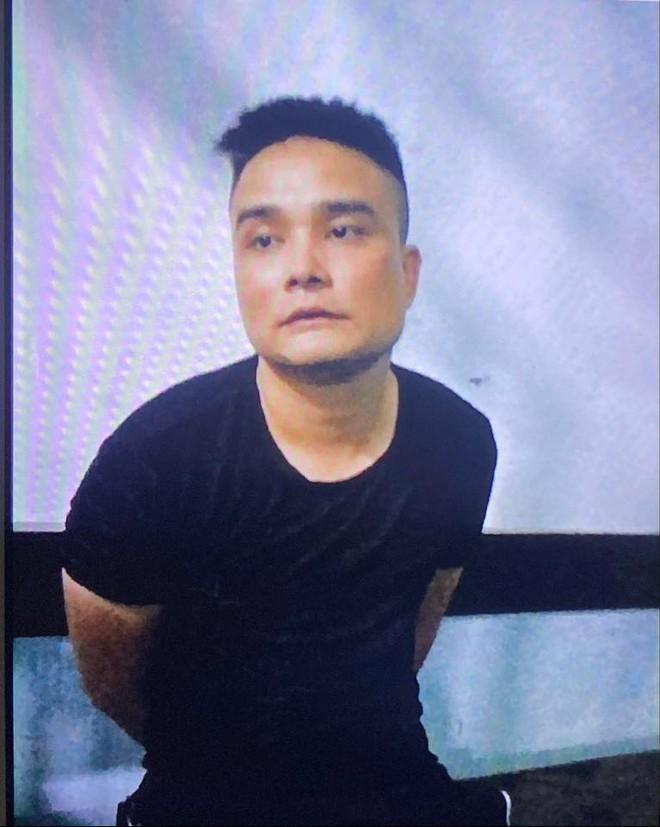 Nam thanh niên nghi ngáo đá, dùng dao khống chế 2 mẹ con và nữ nhân viên ở Sài Gòn - Ảnh 1.