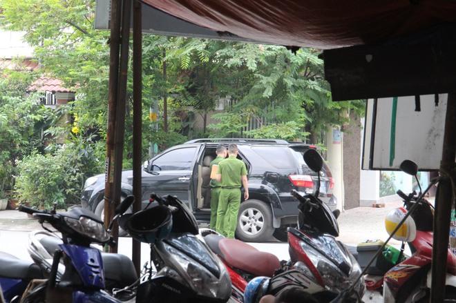 Khám nhà nguyên chánh văn phòng thành ủy TPHCM Phạm Văn Thông - Ảnh 2.