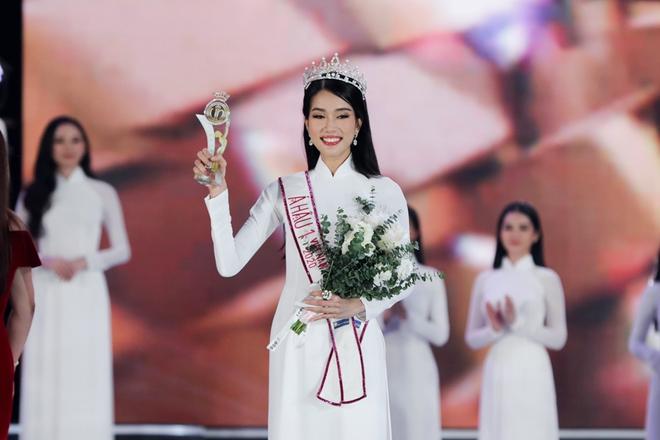 Á hậu 1 Hoa hậu Việt Nam 2020 học vấn khủng: Đạt giải Quốc gia tiếng Pháp, IELTS 8.0 - Ảnh 2.