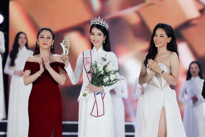 Á hậu 1 Hoa hậu Việt Nam 2020 học vấn khủng: Đạt giải Quốc gia tiếng Pháp, IELTS 8.0 - Ảnh 1.
