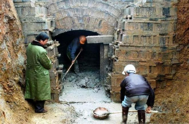 Vào mộ cổ 1800 tuổi tìm thấy 200 viên 'tiên đan': Kết quả phân tích thành phần khiến giới khảo cổ ngỡ ngàng - Ảnh 1.