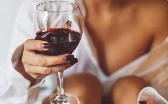"""Bia rượu - """"thần dược"""" hay """"sát thủ"""" với tình dục? 4 câu trả lời giúp bạn nhìn rõ sự thật"""