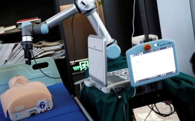 Trung Quốc thực hiện thành công ca phẫu thuật ung thư sử dụng robot