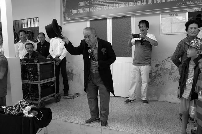 Chân dung nghệ sĩ khiến MC Lại Văn Sâm phải phá lệ, cúi đầu lạy làm sư phụ - Ảnh 5.