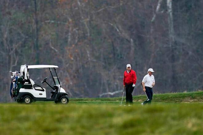Hội nghị thượng đỉnh G20 đang diễn ra, Tổng thống Trump đi chơi golf - Ảnh 1.