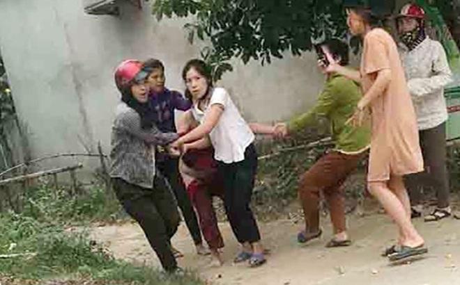 5 người phụ nữ tham gia vụ lột đồ, kéo lê nạn nhân trên đường làng bị đề nghị truy tố