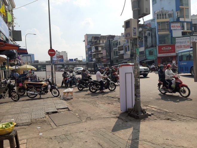 Cô gái gọi người nhà đến đánh CA, giải cứu nam thanh niên khi bị CSGT dừng xe kiểm tra ở Sài Gòn - Ảnh 1.