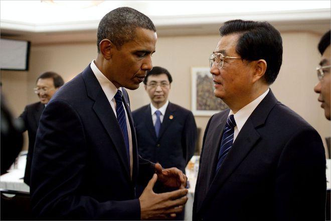 Trong hồi ký đắt hàng, ông Obama nói người tiền nhiệm của ông Tập là thiếu cá tính, thiếu mạnh mẽ - Ảnh 1.