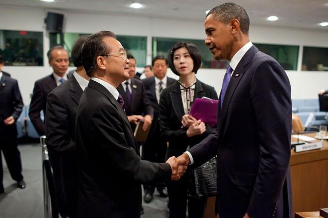 Trong hồi ký đắt hàng, ông Obama nói người tiền nhiệm của ông Tập là thiếu cá tính, thiếu mạnh mẽ - Ảnh 2.