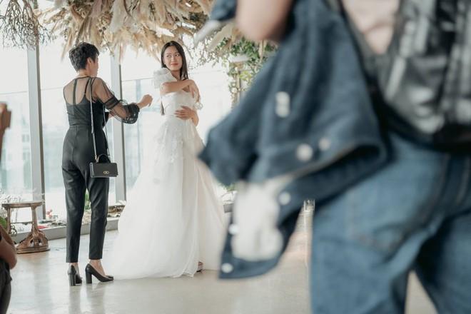 Tránh nhắc đến Đoàn Văn Hậu, Doãn Hải My lại gây chú ý với loạt ảnh diện váy cưới sexy - Ảnh 8.