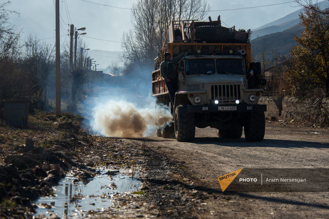 TT Erdogan tiếp tục giằng co với ông Putin về căn cứ Thổ - Armenia đốt phá sạch trước giờ G ở Karabakh - Ảnh 12.