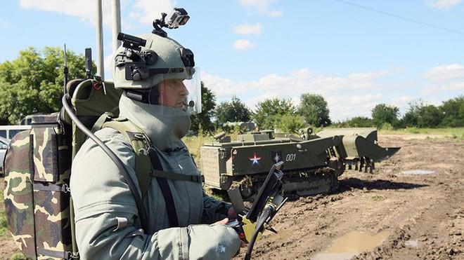 Tên lửa Israel ồ ạt tập kích miền nam Syria - Căn cứ Armenia ở Karabakh chìm trong khói lửa - Ảnh 2.