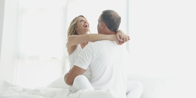 Kết hôn muộn có ảnh hưởng đến khả năng tình dục không: Lứa tuổi nào thì cha khỏe, con khôn? - Ảnh 2.